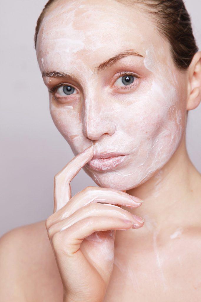אבל מה הקשר בין תזונה נכונה לעור הפנים